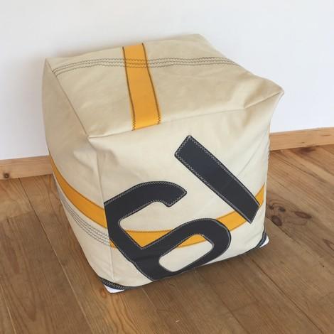03 pouf bocarre jaune