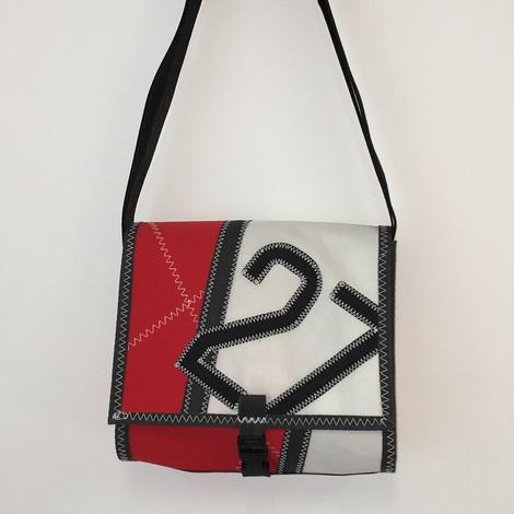 mini besace en voile de bateau recycl e toile de taud rouge et voile. Black Bedroom Furniture Sets. Home Design Ideas