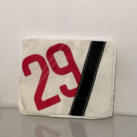 01-housse-ipad-29-rouge-bocarre