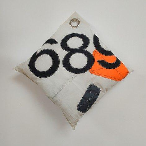 Coussin GM blanc et orange 689 noir 01